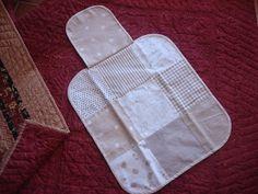 El Patchwork de Mi Casa: Cambiador de Bebé Diy Nappy Bag, Patchwork Baby, Alter, Baby Room, Baby Kids, Diy Crafts, Baby Shower, Quilts, Sewing