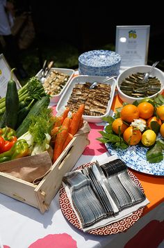 How to decorate a station. Seasonal grilled vegetables and varying fresh citruses are beautiful for an afternoon wedding in Tuscany.