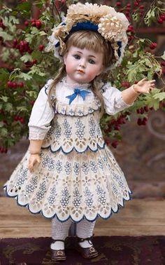"Antique German Bisque ""Mein Liebling"" doll,Model 117 by Kammer and Reinhardt… Victorian Dolls, Antique Dolls, Vintage Dolls, Haunted Dolls, Half Dolls, China Dolls, Doll Costume, Dollhouse Dolls, Girl With Hat"