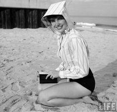 Beach fashion 1950