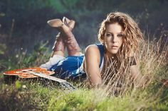 644720_431453650275259_1889189779_n.png (960×640) - Beautiful young lady in a field with her guitar. Country Girl. <3