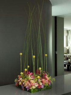 Beautiful wedding design! Pinned by Ikebana Beautiful | http://ikebanabeautiful.com/