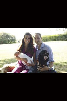 Kate et William avec le prince George pour la première photo de famille