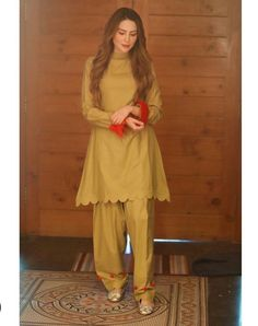 Pakistani Fashion Party Wear, Indian Fashion Dresses, Dress Indian Style, Indian Designer Outfits, Pakistani Outfits, Frock Design, Fancy Dress Design, Stylish Dress Designs, Kurta Designs