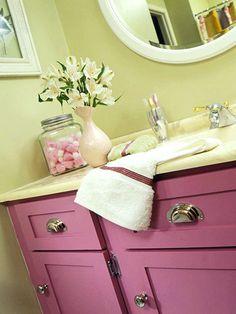 Cute girls bathroom idea traditional home designer kelley for Cute bathroom ideas for teenage girls
