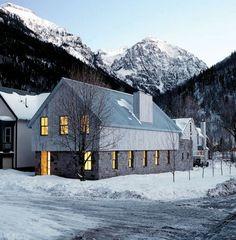 essentie - Telluride Residence - 2001 - John Pawson -   Pawson staat bekend die minimalisme in de architectuur bracht. Maakt gebruik van de ruimte.