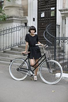 Moscow's Bicycle Riding Fashionistas :: Alena Chendler | Megadeluxe | For The Love of Speed, Sport & Design