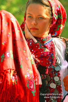 People and Traditions - Maramures, Romania Ukraine, Bulgaria, Folk Costume, Costumes, Romanian Girls, Romanian Flag, Visit Romania, People Around The World, Traditional Dresses