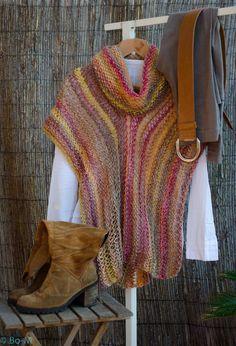 Alguém, a partir da primeira fotografia, alvitrou que isto seria uma mantinha - o que me deu a ideia para o nome desta peça... Knitted Poncho, Crochet Shawl, Knit Crochet, Mode Crochet, Crochet Needles, Loom Knitting, Crochet Clothes, Knitting Patterns, Creations