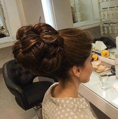 Fun and Beautiful Braided Hairstyles – HerHairdos Beehive Hairstyles, 50s Hairstyles, Bun Hairstyles For Long Hair, Braided Hairstyles, Hairdos, Updos, Wedding Hairstyles, Chignon Hair, Bouffant Hair
