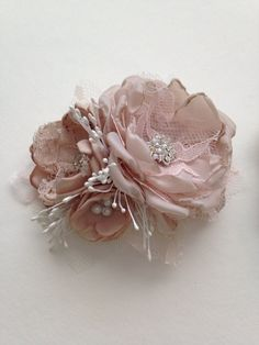 Small Fabric Flower Pin  Blush Pink от TheVintageCabbgeRose