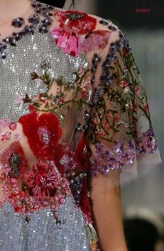 Valentino Spring 2018 54 Pretty Fashion Ideas For You This Fall – Valentino Spring 2018 Source Couture Fashion, Runway Fashion, High Fashion, Fashion Trends, Net Fashion, Paris Fashion, Luxury Fashion, Couture Details, Fashion Details