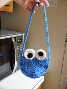 Free Cookie Monster Purse Crochet Pattern. Be sure to fill it with cookies before you give it to your special little kiddo :)