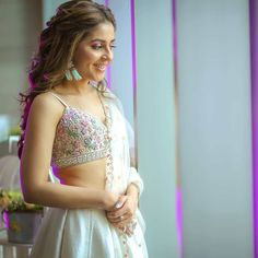 Looking for mid affordable Gurgaon Budget Lehenga stores? If your budget is anywhere under this lehenga market is perfect for you. Indian Wedding Outfits, Bridal Outfits, Indian Outfits, Sabyasachi Lehenga Bridal, Indian Bridal Lehenga, Bollywood Lehenga, Makeup For White Dress, Dress Makeup, Lehenga Hairstyles