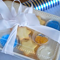 Hanukkah Cookie Decorating Kit. Cute idea.