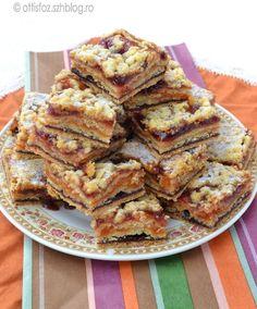 Egy klasszikus, lekváros sütemény, eredetileg a Váncza süteményes könyvből van, de a mennyiségeket helyenként változtattam. Olcsó, egyszerű és kitűnően tárolható házi finomság. Mimóza szelet Hozzáv… Romanian Desserts, Romanian Food, Hungarian Cake, Hungarian Recipes, Cookie Desserts, Cake Cookies, Sweet Recipes, Food And Drink, Cooking Recipes