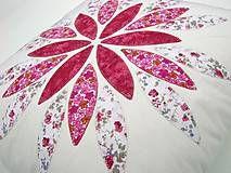 Úžitkový textil - Vankúš s kvetom I. - 6599133_