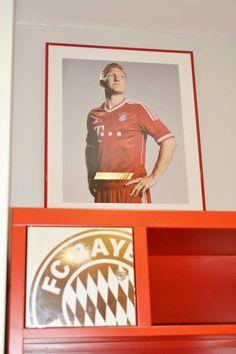 Inside the Bayern Munich locker room. One of my favorite Footballers Bastian Schweinsteiger :)