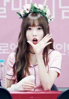 Check out GFriend @ Iomoio Kpop Girl Groups, Korean Girl Groups, Kpop Girls, Bubblegum Pop, Extended Play, K Pop, Korean Beauty, Asian Beauty, Asian Woman