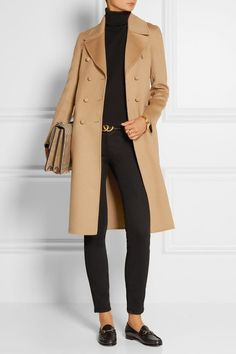Love the all black look with tan. Very classy.