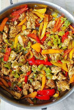 In this Mexican Chicken Pasta, sliced chicken breast is cooked in Mexican spices, with bell peppers and green chiles, and then smothered in a creamy sauce made with Cheddar and Mozzarella cheeses and spices! Mexican Chicken Pasta Recipe, Mexican Food Recipes, Chicken Recipes, Chicken Dips, Easy Pasta Recipes, Dinner Recipes, Cooking Recipes, Pasta Dinners, Chicken And Vegetables