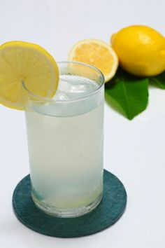 5 dôvodov, prečo piť ráno citrónovú vodu: Neuveríte, ako pomôžete svojmu telu  http://diva.aktuality.sk/clanok/39974/5-dovodov-preco-pit-rano-citronovu-vodu-neuverite-ako-pomozete-svojmu-telu/