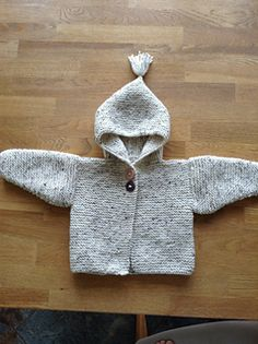 This sweet baby hoodie is the perfect cardigan to keep your child snuggly warm. (Lion Brand Yarn) This sweet baby hoodie is the perfect cardigan to keep your child snuggly warm. Free Baby Sweater Knitting Patterns, Knit Baby Sweaters, Baby Patterns, Baby Knitting, Crochet Baby, Free Knitting, Cardigan Bebe, Crochet Hoodie, Hoodie Pattern