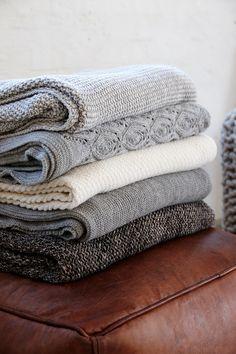 aktion kuschlige umkettelte wolldecke aus 100 merinowolle in schwarz anthrazit meliert. Black Bedroom Furniture Sets. Home Design Ideas