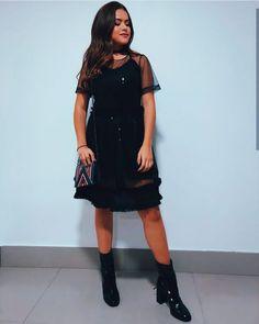 Julia Gomes, Divas, Princesas Disney, Cold Shoulder Dress, Celebs, Shirt Dress, Shirts, Inspiration, Beauty