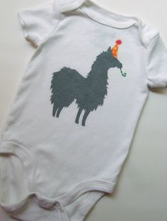 Party Llama Onesie Baby Llama, Llama Llama, Funny Babies, Cute Babies, Llamas With Hats, Inspiration For Kids, Baby Boy Fashion, Cute Baby Clothes, Baby Bodysuit