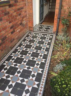 Transforming a tired garden path - Modern Front Garden Path, Front Path, Garden Paths, Victorian Front Garden, Victorian Cottage, Victorian Homes, Kew Gardens, Outdoor Gardens, Terrace House Exterior