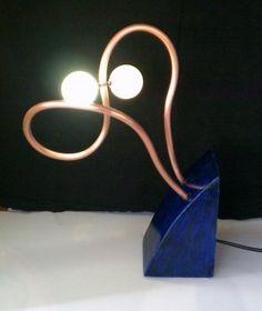 Оригинальная настольная лампа из мячиков для пинг-понга