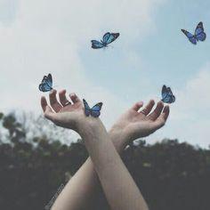 alice in wonderland aesthetic - alice in wonderland Blue Aesthetic Pastel, Sky Aesthetic, Aesthetic Colors, Aesthetic Grunge, Aesthetic Photo, Aesthetic Pictures, Alice In Wonderland Aesthetic, Alice And Wonderland Quotes, Luna Lovegood Aesthetic