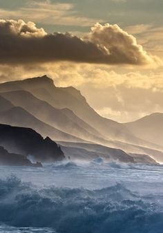 Fuerteventura, Canary Islands Orient-express:Pico de la Zarca (by Horst Fischer).
