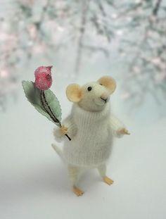 Nadel Felted Tier, Weihnachts-Maus, Maus mit einem Blumenstrauß, Dekoration, Art Doll, Waldorf Tier, umweltfreundlich