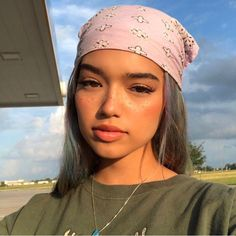 bandana hairstyle with gorgeous light sun makeup look Short Shag Hairstyles, Little Girl Hairstyles, Headband Hairstyles, Easy Hairstyles, Bandana Hairstyles For Long Hair, Prom Hairstyles, Wavy Hair, 2000s Hairstyles, Grunge Hairstyles