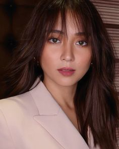 Kathryn Bernardo Hairstyle, Kathryn Bernardo Photoshoot, Debut Hairstyles, Hairstyles With Bangs, Hairstyle Ideas, Hair Inspo, Hair Inspiration, Fresh Face Makeup, Filipina Beauty