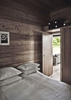 A striking Danish log cabin. LivingGap.com / Photos Karsten Damstedt.
