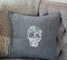 For a fun and edgy cushion, sew on buttons in a skull shape and make a soft grunge cushion. Christmas Mesh Wreaths, Deco Mesh Wreaths, Fall Wreaths, Floral Wreaths, Marker, Tulle Wreath, Burlap Wreaths, Door Wreaths, Free Sewing