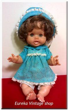 Όμορφο και γλυκό μωράκι από τα μέσα της δεκαετίας 1960's από την εταιρία ΚΕΧΑΓΙΑ. Είναι όμορφα ντυμένο και καθαρό, έτοιμο για την συλλογή σας. Σε πολύ καλή κατάσταση. Ύψος 30εκ. Girls Dresses, Flower Girl Dresses, Summer Dresses, Dolls For Sale, Vintage Dolls, Wedding Dresses, Blog, Photos, Fashion