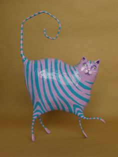 papier mache art - Ceramics and Pottery Arts and Resources Paper Mache Projects, Paper Mache Clay, Paper Mache Sculpture, Sculptures Céramiques, Paper Mache Crafts, Art Projects, Paper Mache Animals, Cardboard Art, Cat Crafts