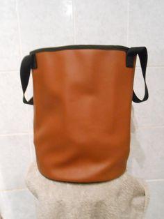 Sac cabas rond en skaï souple marron : Autres sacs par christelle-mg-creation
