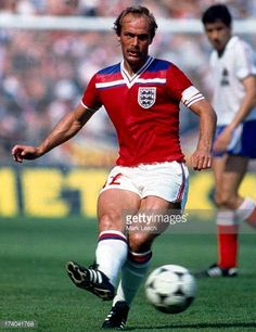 World Cup 1982 France v England Mick Mills Retro Football, Football Kits, Vintage Football, Football Players, 1982 World Cup, Fifa World Cup, Ipswich Town Fc, Sport Shirt Design, England National