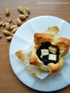 Wytrawne tartaletki z ciasta francuskiego  www.gotowanie-na-rozowo.com