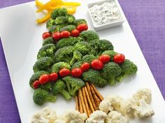 Christmas fruit and vegetable tray platter ideas.
