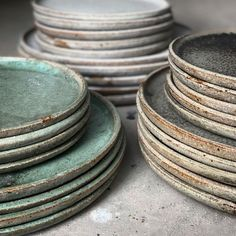 Mixed glaze dinnerware, for those that don't want it all matchy-matchy Pottery Plates, Ceramic Pottery, Ceramic Art, Ceramic Tableware, Kitchenware, Stoneware Dinnerware, Keramik Design, Modern Ceramics, Ceramics Ideas