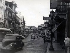 Fotos tomadas por la Avenida Central, Ciudad de Panamá, en la década de 1940. #panama @PaViejaEscuela