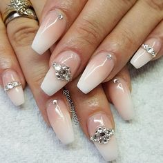 Beautiful set using Cover It Up Pink and Whitest White Powder by @nailsbykeda