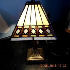 7eac5fee661d A Beautiful Tiffany Style Table Lamp