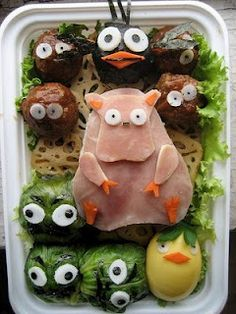 Hahahaha! Funny food! If you didn't see it: Does Angry Birds ring a bell?